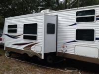 2006 keystone sprinter 32ft. Self contained trailer