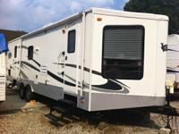 2006 Keystone VR1 is in Excellent Condition! 32 Foot -