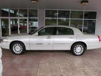 2006 LINCOLN Town Car!!! Leather power seats, power