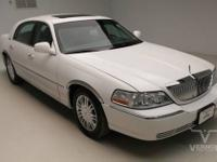 This 2006 LINCOLN Town Car Limited Sedan FWD with only