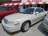 2006 Lincoln Town Car Signature VIN: 1LNHM81Y06Y634382