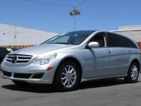 This 2006 Mercedes-Benz R-Class 4dr R350 4MATIC 4dr 3.5