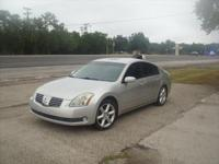 2006 Nissan Maxima SE model 2 owner has 135k miles on