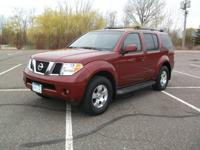 Our 2006 Nissan Pathfinder LE 4x4 is the perfect