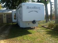 This is a super nice 2006 Nu-Wa Hitchhiker Premier that