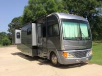 2006 Fleetwood Pace Arrow 37' w/3 Slide-Outs Model 37C