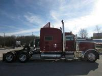 987,521 mi, Red, Manual. 2006 PETERBILT 379X, TRUE X