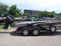 SILVER/WHIRE/BLACK, POWERED BY EVINRUDE 225, GARMIN GPS