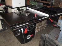 This 5HP professional Sawstop cabinet saw provides