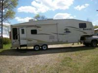 2006 Sunnybrook Brookside 5th Wheel This lovely 32 foot