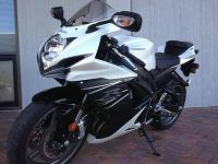 I'm selling my 2006 Suzuki GSXR 600. It has a CLEAN