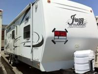 2006 Thor Motor Coach Jazz 2810bh, This trailer is very