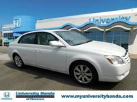 ONE OWNER CLEAN CARFAX . WHITE 2006 Toyota Avalon FWD