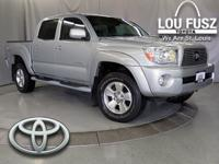 This 4 WHEEL DRIVE Toyota Tacoma has a dependable Gas