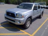 FUEL EFFICIENT 22 MPG Hwy/18 MPG City! LOW MILES -
