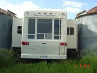 2006 Travel Supreme 5th wheel camper.  36' with 4