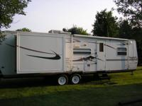 2006 Flagstaff 831BHSS, 31 ft, 2 slideouts, Sleeps 8