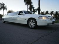 Limo: 2006 White 120-inch Lincoln Towncar Limousine