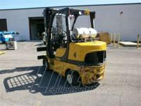 Forklifts / Lift Trucks Cushion Tire. 2006 Yale