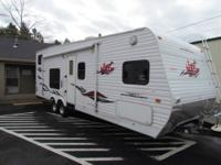 2006 28' KEYSTONE NGR TOY HAULER WITH GENERATOR AND