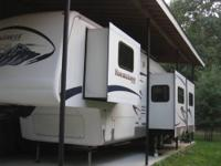 2006 36FT MOUNTAINEER 5TH WHEEL WITH 3 SLIDES. HITCH