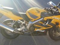 Practically new, 2006 Honda CBR600F4i, TWO-TONED PEARL