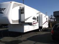 2006 Keystone Everest 35ft 5th wheel 3 slides LIVING