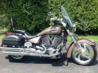 2006 VICTORY KINGPIN DELUXE CRUISER MOTORCYCLE. THIS