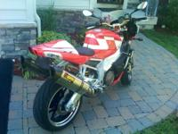 Immaculate Tuono 1000R w/10K miles. Akropovic dual
