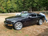 2007 BLACK FORD MUSTANG - 2 DOOR COUPE - GT $12,995.