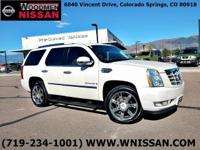 CLEAN CARFAX!!!CADILLAC LUXURY!!!V-8 POWER!!!PRICED TO