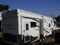Very nice, 2007 CARRIAGE C-FORCE TOY HAULER Fifth Wheel
