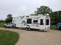 very clean trailer, king bed, washer dryer combo,