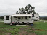Outstanding condition 4 slide RV. Features:. * Queen