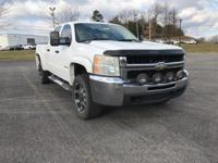 Clean CARFAX. Summit White 2007 Chevrolet Silverado