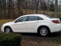 Selling 2007 Stone white Chrysler Sebring touring. Its