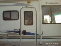 2007 class a rv fleetwood 1 owner, purchased new