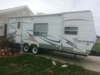 I have a 25ft, front queen size bed room, 2007 Coachman