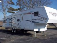IMMACULATE 2007 CROSSROADS CRUISER WITH LOTS OF