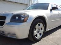 BEAUTIFUL AND SUPER CLEAN 2007 DODGE MAGNUM LOADED WITH