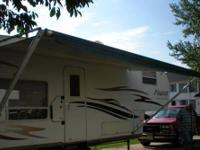 2007 Flagstaff 5th Wheel :28ft, rear kitchen, 13ft
