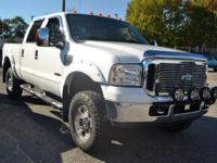 This 2007 Ford Super Duty F-250 4dr Lariat Crew Cab 4WD