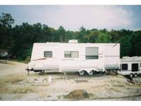 This Beautiful 2007 Four Winds 26F-DSI Travel Trailer