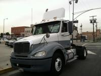 2007 FREIGHTLINER CL120 Conventional - Day Cab. 2007