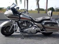 Stand out 2007 Harley Road Glide! This bike is THE