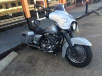 We are offering a 2007 Harley Davidson Streetglide.