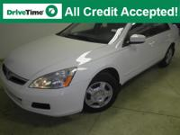 Exterior Color: taffeta white, Body: Sedan, Engine: I4
