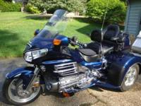 2007 Honda Goldwing luxury touring motorcycle- -