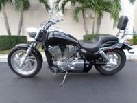This is a great looking 2007 Honda VTX 1300C. This bike