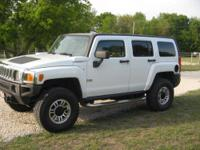 Extremely nice Hummer H3 4 wheel drive. White exterior,